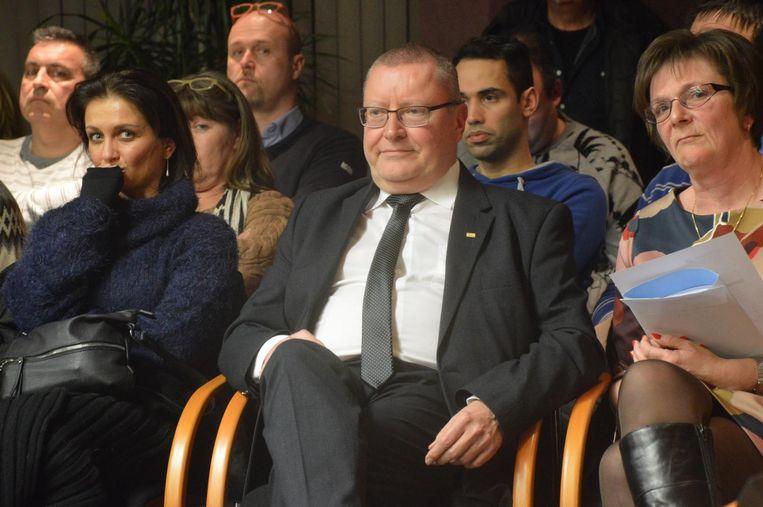 Jan De Dier (DVD) moest net als Jo Fonck plaatsnemen in het publiek tijdens het punt over de procedure bij de Raad van State op de gemeenteraad van gisteravond.