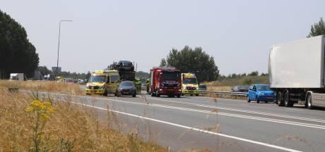 Twee gewonden bij botsing vrachtwagens op A15 bij Echteld