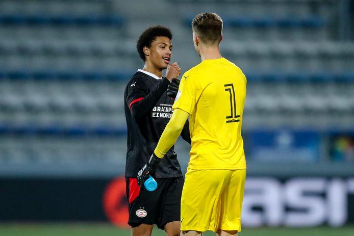 Fodé Fofana en keeper Mark Spenkelink van Jong PSV.