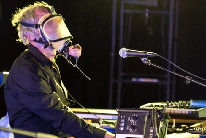 Job van Gorkum van muziektheatergroep BOT tijdens hun voorstelling LEK.