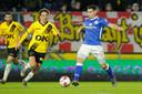 Ruben Rodrigues (rechts) in actie in de uitwedstrijd tegen NAC Breda van afgelopen seizoen waarin hij ook trefzeker was voor FC Den Bosch.