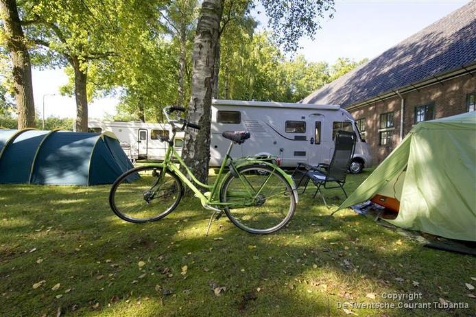 Ook vorig jaar ontstond er een tentenkampje van mensen die op een bouwkavel uit zijn op Zuidkamp.