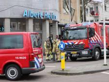 Albert Heijn Betje Wolffstraat ontruimd, medewerkers nagekeken in ambulance na vrijkomen gevaarlijke stof