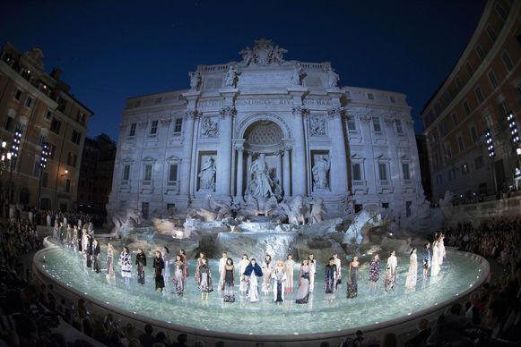 De show van Fendi in 2016 op de Trevi Fontein in Rome.