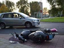 Scooterrijder naar ziekenhuis na botsing met auto
