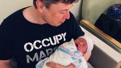 De nieuwste telg van de Musk-dynastie: Canadese zangeres Grimes schenkt Elon Musk zevende zoon