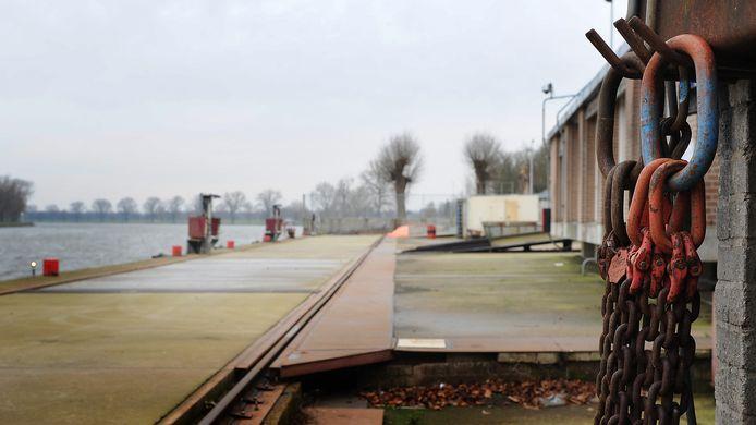 De scheepswerf in Grave lag er vlak na het faillissement in 2012 verlaten bij.