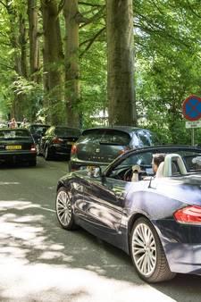 Parkeerchaos in Lage Vuursche