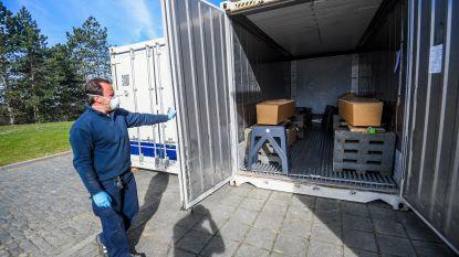 Koelcontainers op kerkhof van Ukkel omdat begrafenisondernemers plaats tekort hebben