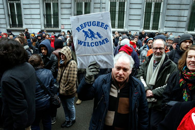 Het Burgerplatform voor Steun aan Vluchtelingen nam vandaag deel aan de tegenbetoging die vertrok aan het gebouw van ACOD. Daarvoor had het opgeroepen om zoveel mogelijk migranten onderdak aan te bieden.