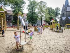 """Kinderen baas op vernieuwd speelplein in Botanieken Hof: """"Toren- en zandtoestel doen denken aan Brugse herenhuizen"""""""