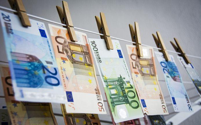 Het aantal ontdekte valse eurobiljetten is gedaald.