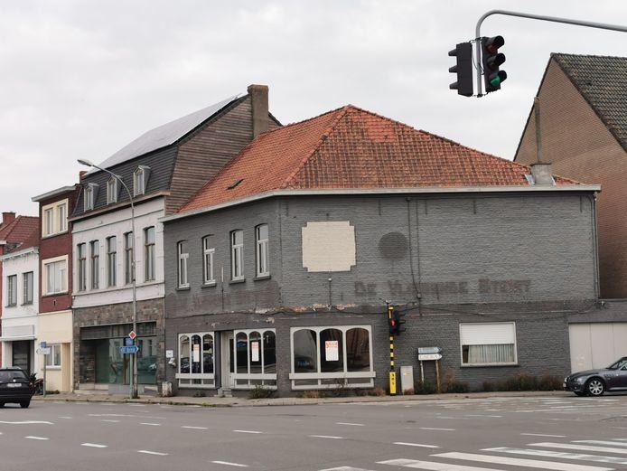 Het leegstaand café De Vliegende Steirt verdwijnt onder de sloophamer.