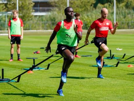 Centrale verdediger of rechtsback? PSV'er Teze maakt het niet uit: 'Heeft allebei zijn voordelen'