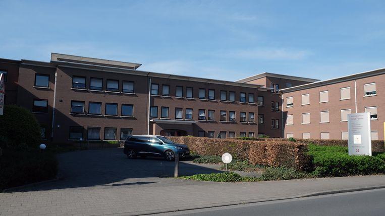 In woonzorgcentrum Heilige Familie in Kuurne is voor het eerst een bewoner overleden aan het coronavirus.
