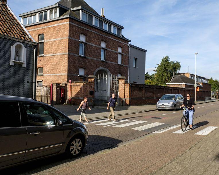 De oversteekplaats aan het Sint-Jozefsinstituut in de de Rabianostraat.