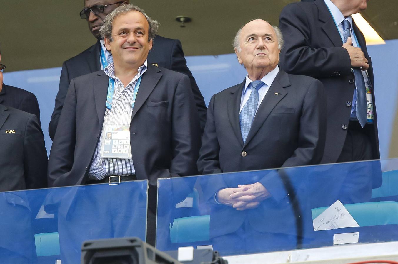 Michel Platini en Sepp Blatter tijdens het WK 2014 in Brazilië.