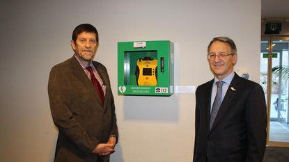 Woonzorgcentrum Rust krijgt defibrillator
