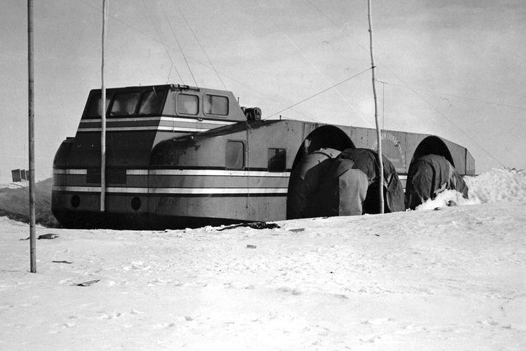 Door het hoge gewicht en de gladde banden kwam de rijdende basis niet vooruit op de zuidpool.