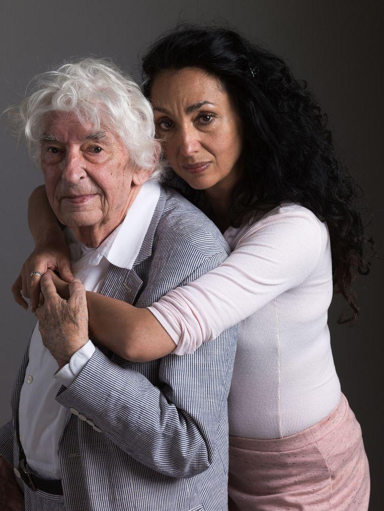 Aat Veldhoen samen met Venus Veldhoen, een van zijn acht kinderen. Beeld Koos Breukel