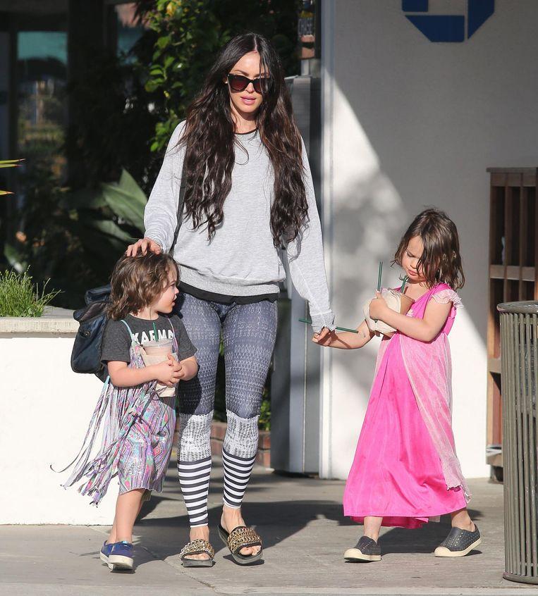 Megan met zoontjes Bodhi (links) en Noah (rechts)