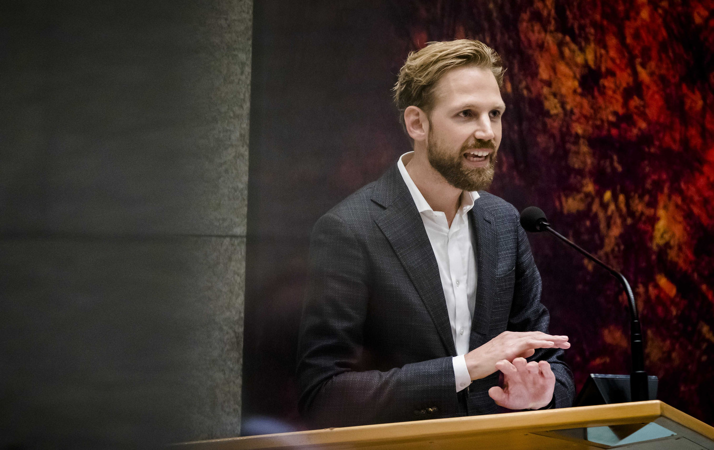 VVD-Kamerlid Dennis Wiersma wil dat universiteiten en hogescholen zelf mogen beslissen hoeveel studenten van buiten Europa ze toelaten.