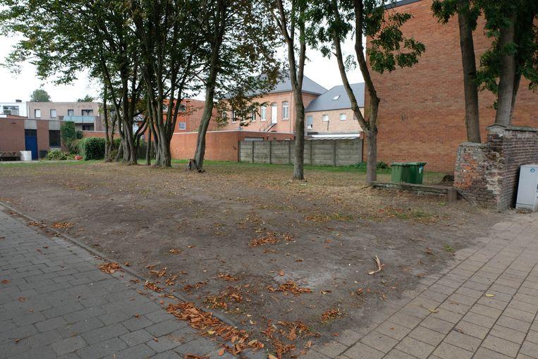 De grond naast de parochiezaal in Schriek.