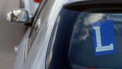 Bediende rijschool maakte proefrit zonder rijbewijs en verkocht dan valse attesten aan kandidaat-chauffeurs: drie jaar cel met uitstel