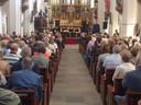 Gerard Rooijackers spreekt de bomvolle kerk in Eerde toe over het leven en werken van Bernard van Dam.