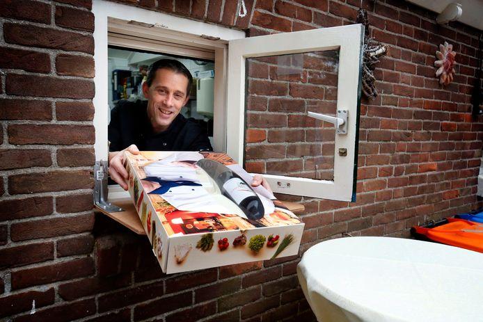 Horeca open met de kerst of niet: cateraar Martin de Kreij is met zijn gourmetboxes op alles voorbereid. Het afhaalluik in zijn eigen schuur kan namelijk sowieso open blijven.