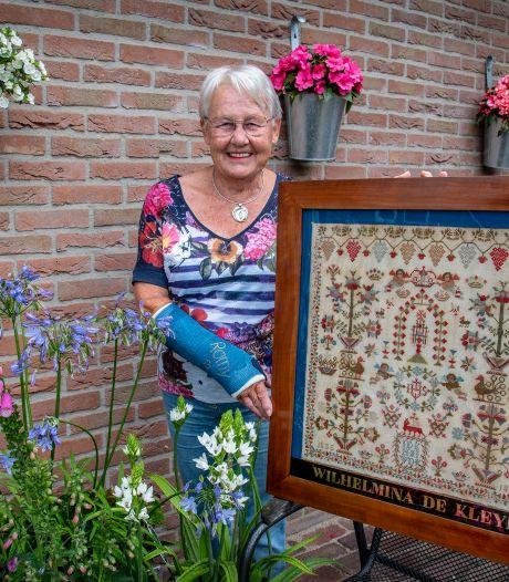 Ans (80) koestert haar merklap: 'De lap is meer dan 160 jaar in de familie'