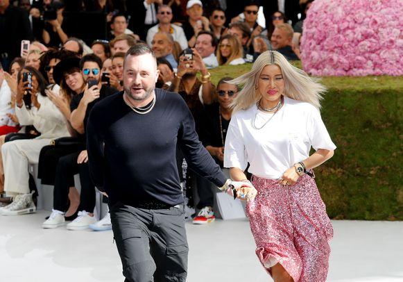 Kim Jones tijdens zijn debuut voor Dior op de mannenmodeweek in Parijs.