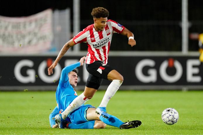 Cyril Ngonge in actie tegen FC Volendam. Hij maakte twee doelpunten.