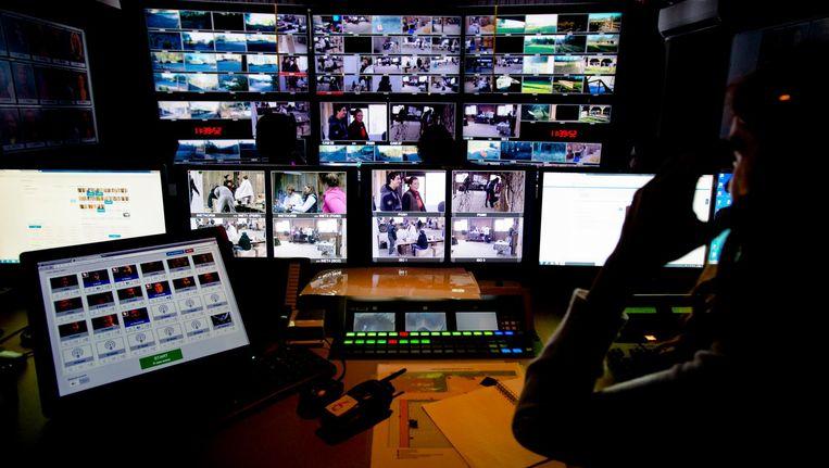 De regie- en controlekamer van het programma Utopia, de dagelijkse realityshow van SBS6, waarbij deelnemers vanuit niets een leefomgeving moeten opbouwen. Beeld anp