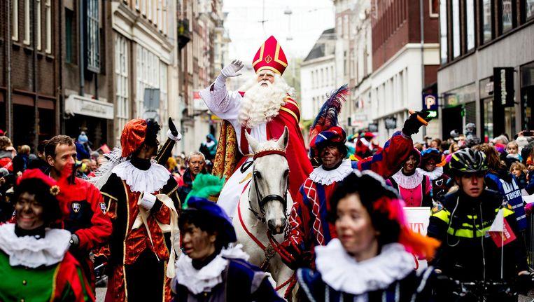 Sinterklaas tijdens de intocht in Amsterdam Beeld anp