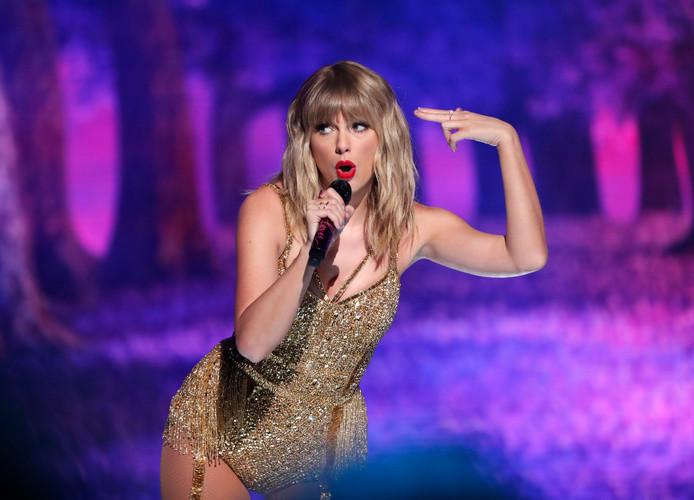 Taylor Swift dit jaar op de American Music Awards. Nog steeds slank, maar met een veel gezonder gewicht.