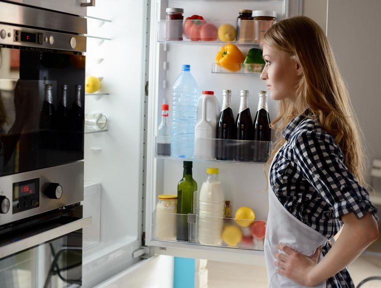 Stop je voorraad alcohol ver weg, zodat je niet in de verleiding komt om snel een flesje bier uit de ijskast te nemen.