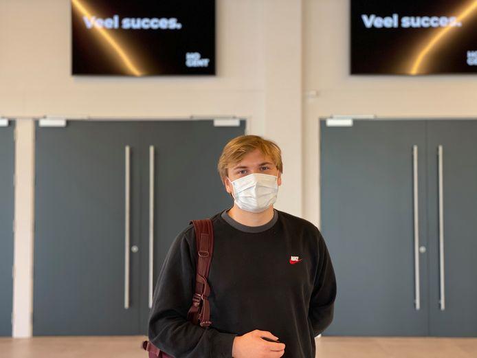 Niels was één van de zeshonderd studenten die deze ochtend een examen aflegde in hal 8 van Flanders Expo.
