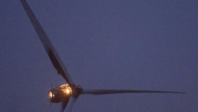 Bovenin in de windmolen woedde een grote brand. De oorzaak is nog onbekend.