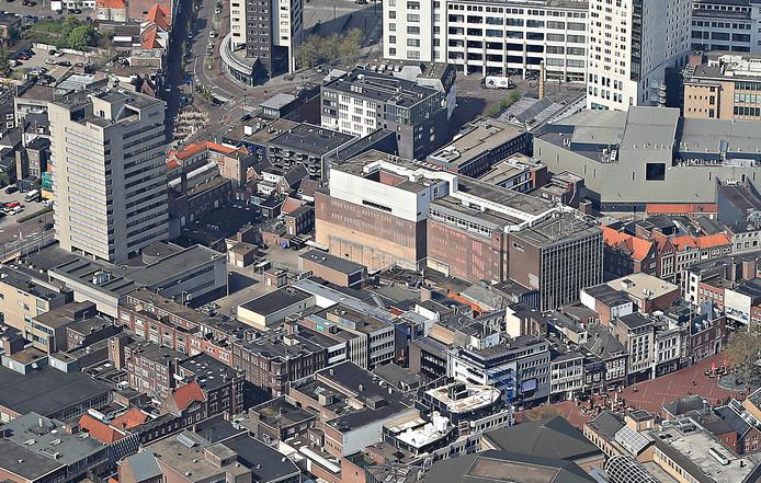 Het centrum van Eindhoven met linksboven de Hooghuistoren en rechts daarvan het voormalige V&D-gebouw. Daartussenin is plaats voor een woontoren.