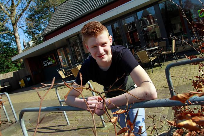 Ruben Bals bij dorpshuis De Spil, waar hij regelmatig komt als er iets te doen valt.