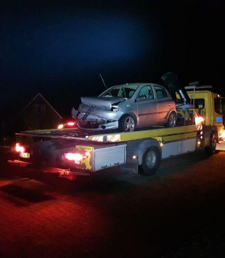 Auto belandt in weiland na botsing met tractor in Eibergen