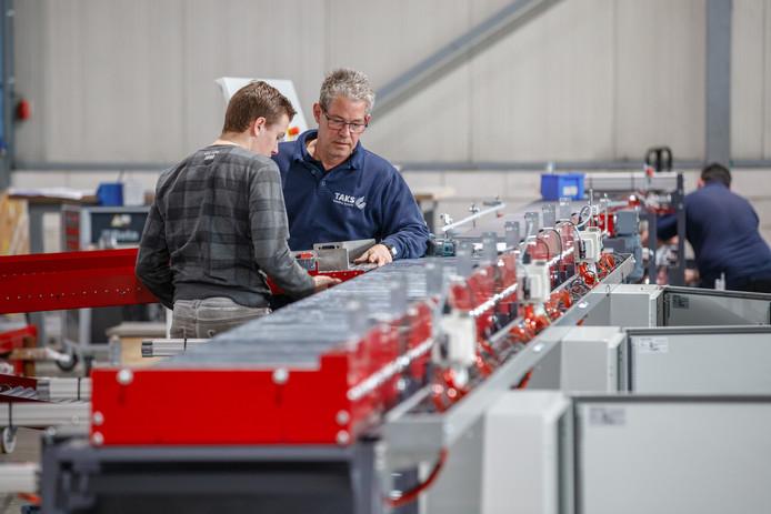 Taks, dat machines maakt voor de groente- en fruitsector, groeit hard en is verhuisd van Breda naar Etten-Leur.