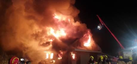 Woning verwoest door grote brand in Ooij: 'Houd ramen en deuren gesloten'