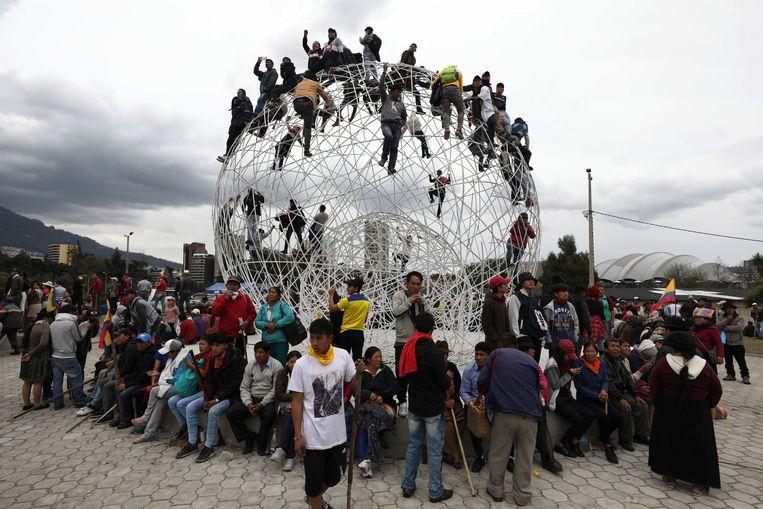 Demonstranten verzamelen zich in El Arbolito Park in Quito.