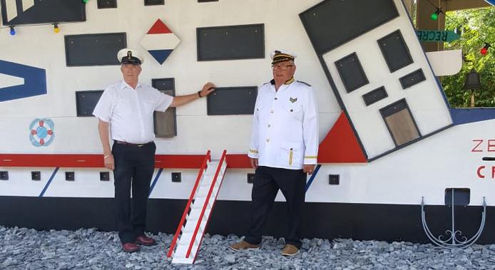 Loveboat met Jac en Ad als bouwers.
