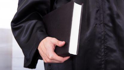 """Privacywaakhond verbiedt advocaten strafdossiers te kopiëren: """"Veroordeeld tot overpennen als monniken"""""""