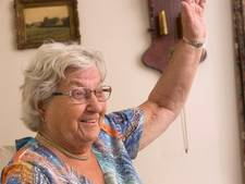 Parachuteoma Diny (82) uit Westervoort reist de wereld rond