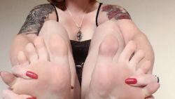 Jessica verdient ruim 60.000 euro per jaar door foto's van haar voeten te maken