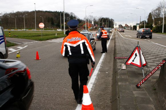 Politie controleerde op de toegangswegen naar het provinciedomein De Halve Maan